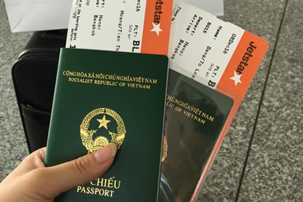 Hộ chiếu và vé máy bay là hai loại giấy tờ quan trọng mà bạn không thể quên khi đi Nhật