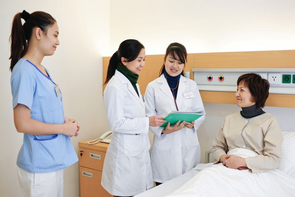Điều dưỡng viên tại Nhật Bản công việc không hề đơn giản