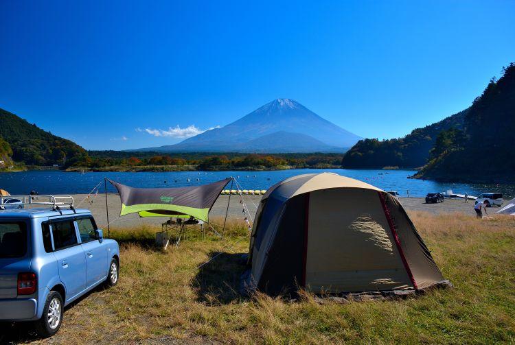Trẻ em Nhật Bản làm búp bê để cầu mong thời tiết đẹp cho những buổi cắm trại