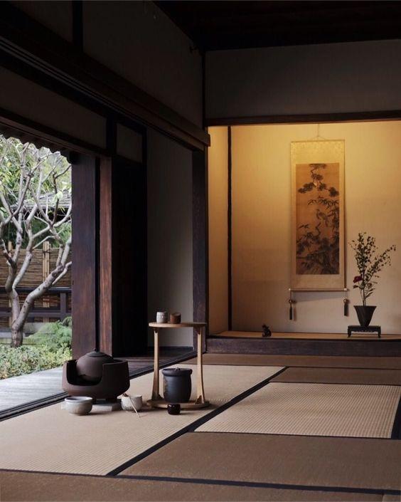 Các loại hình nghệ thuật truyền thống của Nhật Bản được thực hiện trong không gian của tatami.