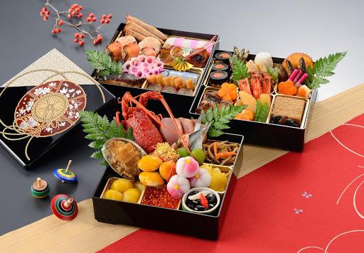 Cũng giống như Việt Nam, vào ngày Tết, người Việt Nam thường nấu bánh chưng, bánh tét thì ở Nhật đặc trưng chính là mâm Osechi