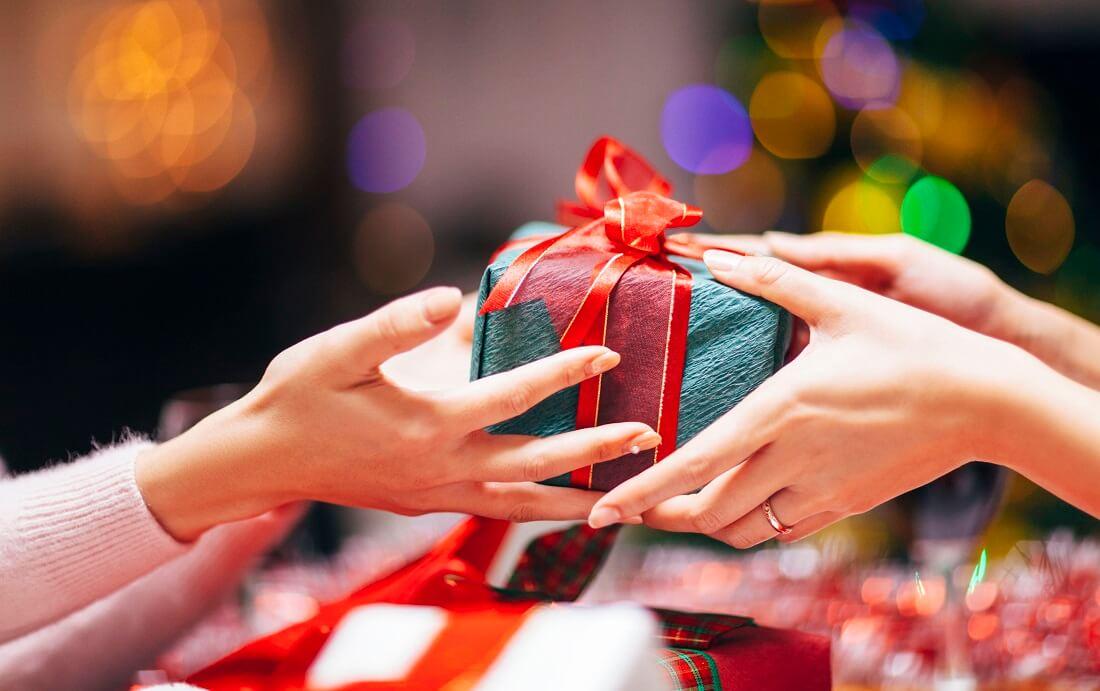 Tặng quà giáng sinh là dịp để bày tỏ tình cảm với những người thân yêu