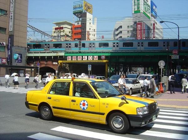 """Bạn sẽ """"phạm pháp"""" khi nôn trong taxi tại Nhật"""