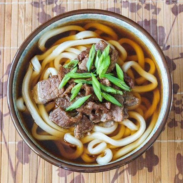 Udon là loại mì nổi tiếng tại Nhật Bản, thường được phục vụ nóng với dạng nước
