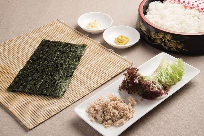Nguyên liệu làm cơm nắm rong biển vị cá ngừ sốt mayonnaise