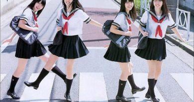 Vì sao nữ sinh Nhật Bản mặc váy siêu ngắn bất chấp mùa đông?