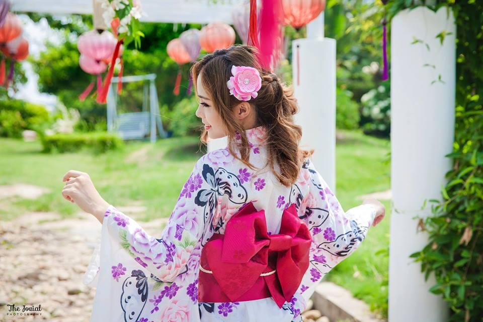 Mọi người ai nấy đều xúng xính trong trong trang phục kimono truyền thống
