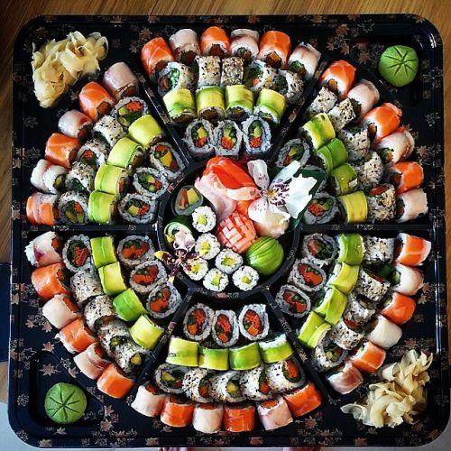 Sushi là món ăn đặc trưng trong văn hóa ẩm thực Nhật Bản
