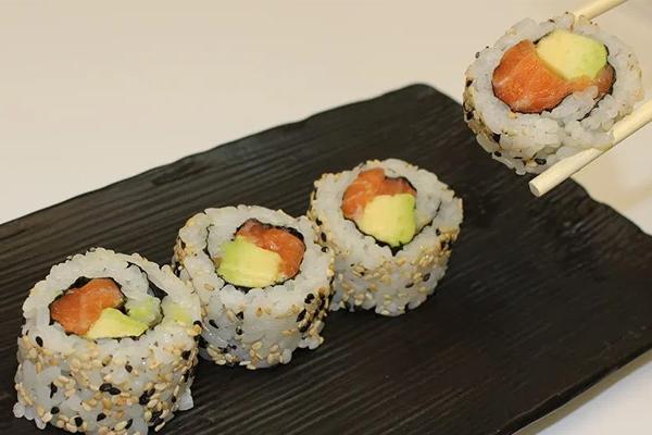 Bạn có nhận thấy điểm khác biệt của loại sushi Nhật Bản này?
