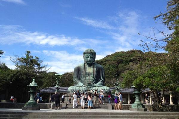 Chùa Kotoku của phái Phật giáo Tịnh Độ Tông, nơi có tượng Phật A Di Đà (大仏) lớn thứ 2 Nhật Bản.