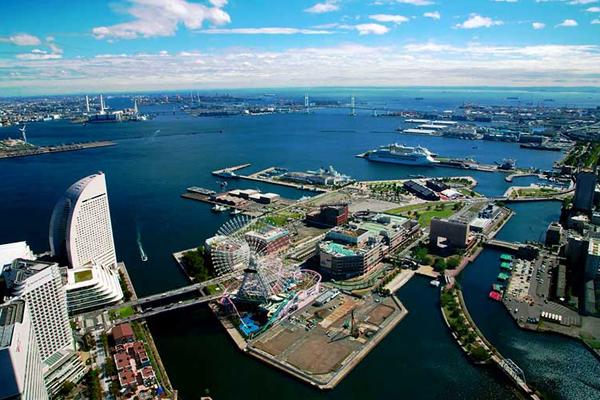Thành phố cảng Yokohama là sự kết hợp hài hòa của phong cách Âu- Á, với những tòa nhà kiến trúc đồ sộ.