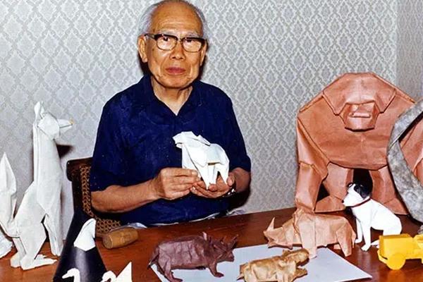 Origami gắn liền với cái tên của nghệ nhân Akira Yoshizawa.