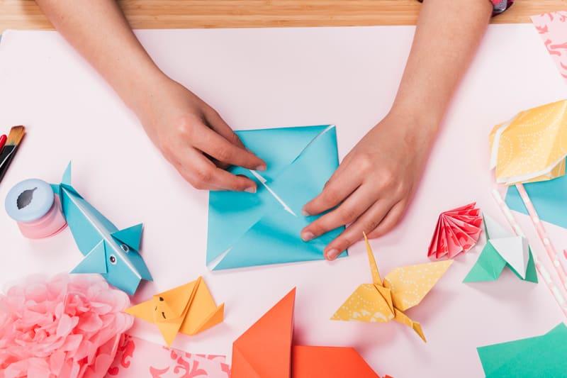 Origami là nghệ thuật gấp giấy (hay nghệ thuật xếp giấy) có xuất xứ từ Nhật Bản