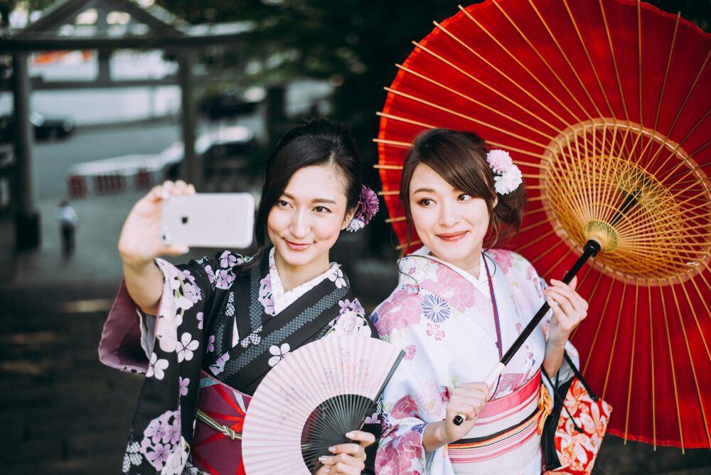 Quạt giấy Nhật Bản và Yukata biểu tượng của mùa hè Nhật Bản