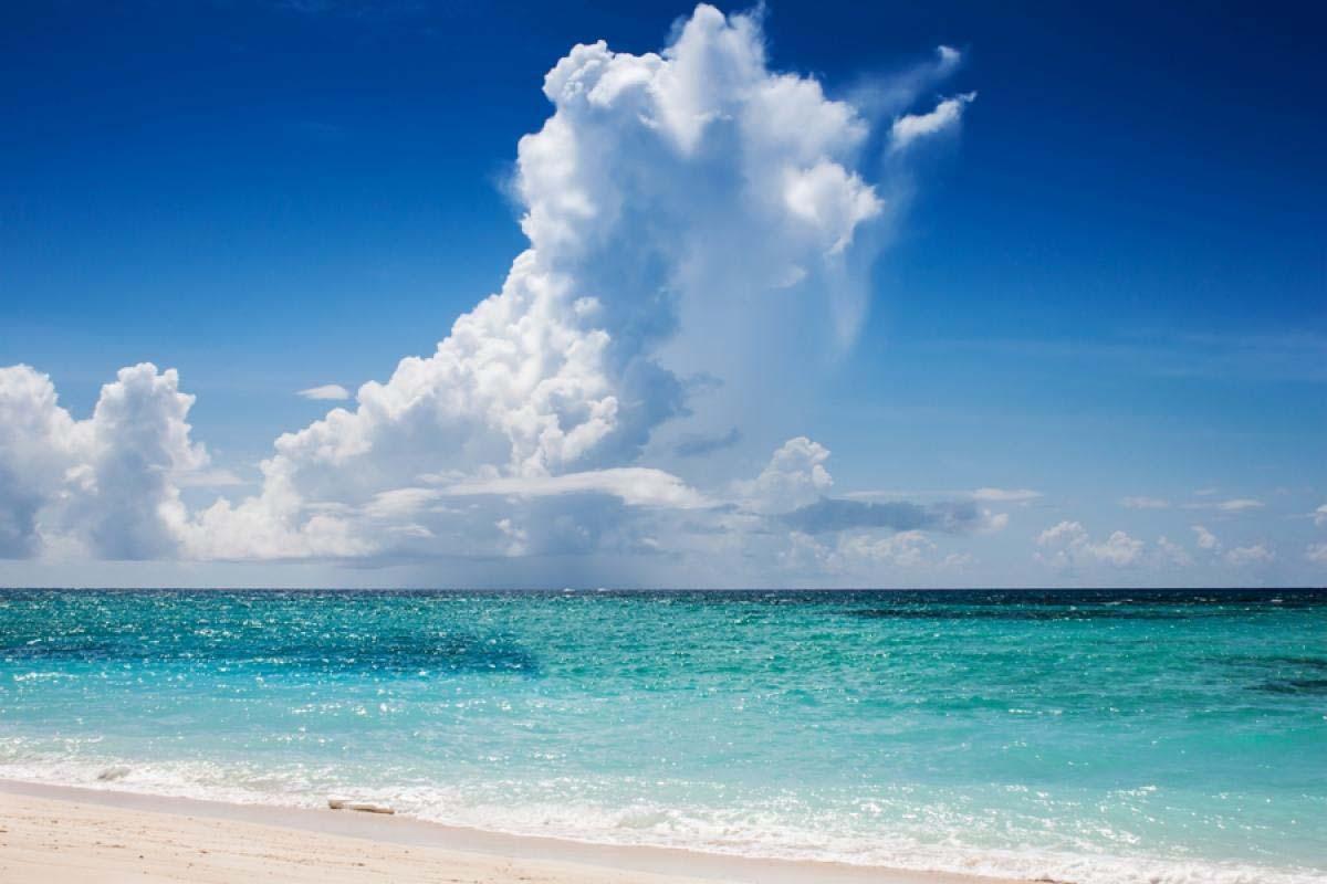 Bạn sẽ vô cùng ngỡ ngàng trước vẻ đẹp xanh ngọc của trời và biển