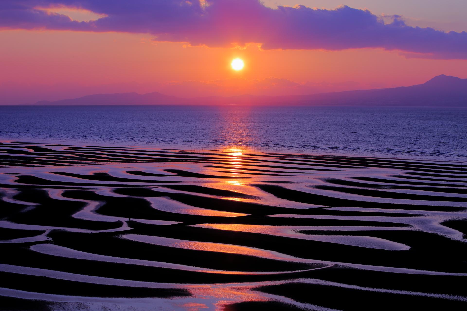 Mô hình thủy triều nghệ thuật được vẽ bởi thủy triều.
