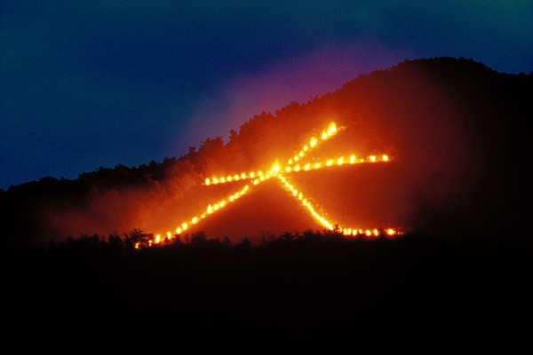 Sự kiện dâng lửa trong lễ hội Obon