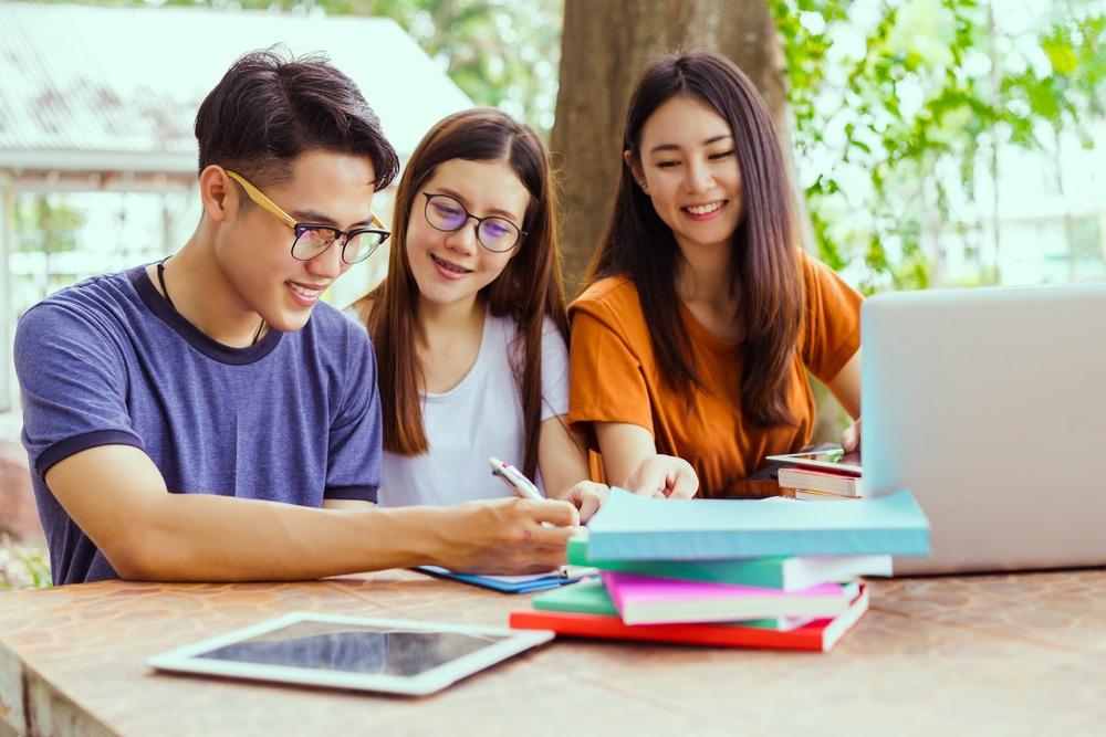 Học nhóm là một phương pháp hiệu quả để học ngoại ngữ và tiếng Nhật cũng thế