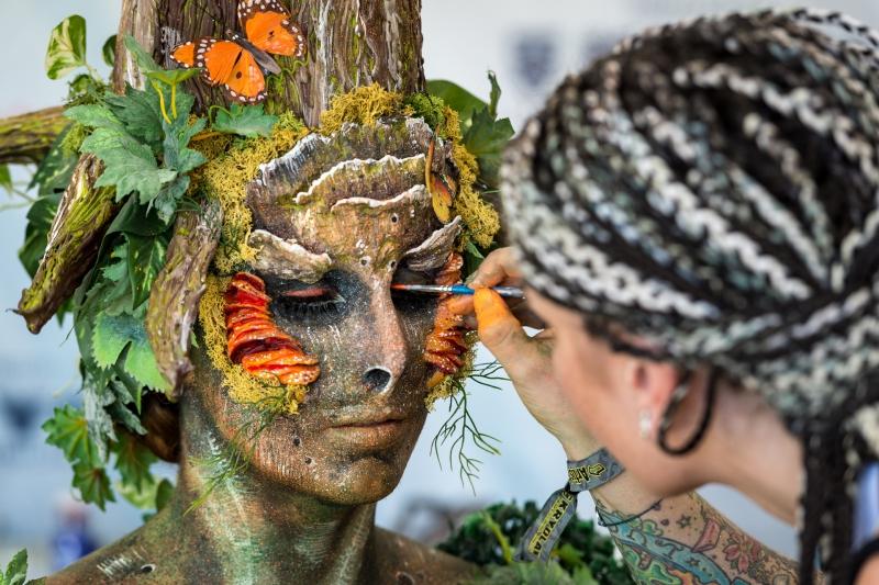 Lễ hội vẽ tranh lên cơ thể người lớn nhất thế giới ở Áo