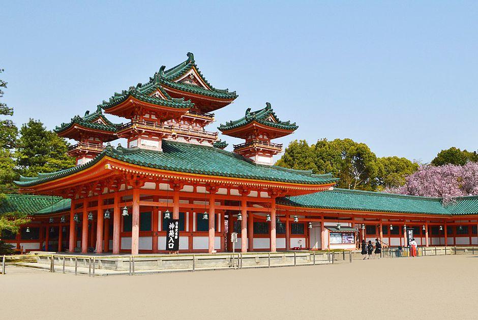 Ngôi đền Heian mang đậm phong cách kiến trúc thời đó