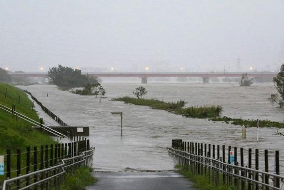 Mực nước dâng cao dọc sông Tama