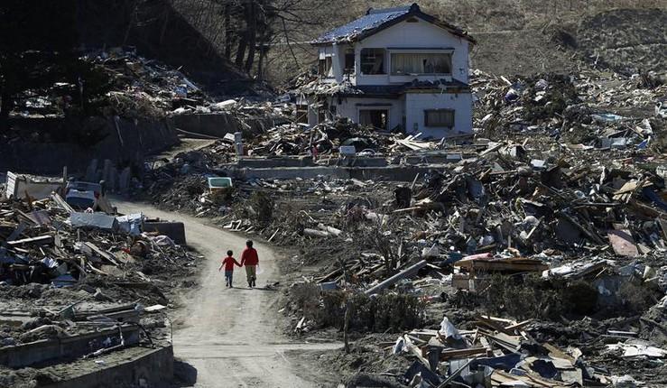 Sự tan hoang sau thảm họa kép động đất sóng thần 2011
