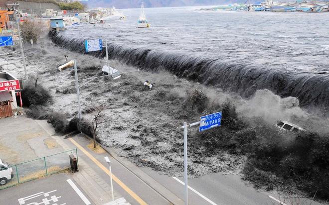 Khoảnh khắc sóng thần cao 10 m ập vào Nhật Bản năm 2011