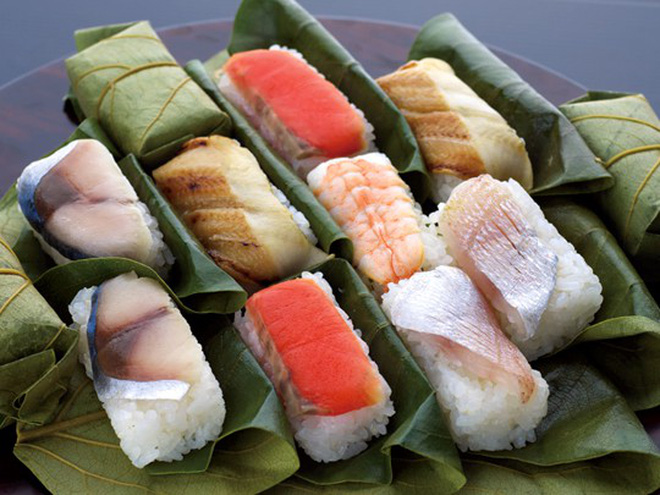 Sushi cuộn lá hồng